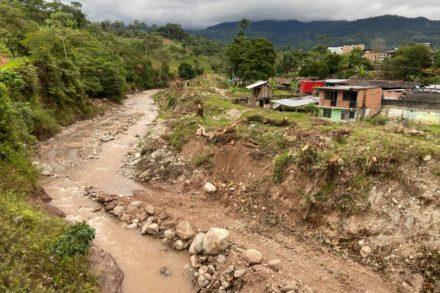 Río Sangoyaco, Putumayo. Deforestado por la construcción de obras de mitigación